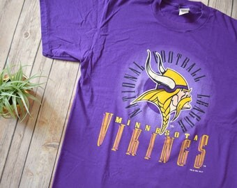 ... 1994 MINNESOTA VIKINGS T-Shirt Size Large Mens Womens NFL Football Lot  Detail - 1994 Warren Moon Game Used and Signed ... 297d91955