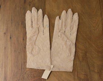 Vintage Cream Lace Gloves