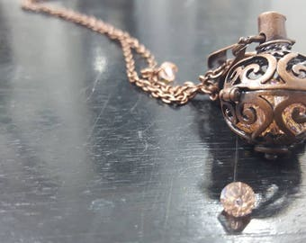 Hide and seek. Pendant necklace with surprise