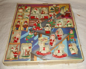 35 vintage hand-painted wooden Christmas decoration, with original box.
