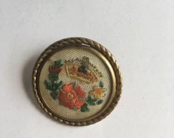 Vintage Pin Brooch crochet golden