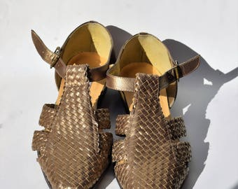 Woven Gold Leather T-Strap Sandals sz 8.5