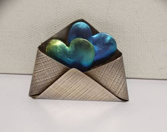 Sterling Silver KDTR USA. Designer Signed Titanium Heart Envelope Brooch.