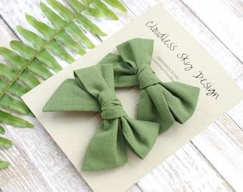 pigtail bows, green bows, bow, pigtail set, green pigtail bows, pigtail bow sets, bow clips, bows for girls, baby bows, christmas hair bows