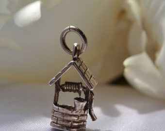 Vintage sterling silver wishing well charm pendant