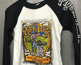 XS vintage 80s Pigeon Forge Tennessee raglan t shirt