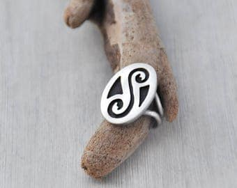 Vintage Hopi Oval Ring - sterling silver overlay technique - double spiral design - Southwestern Native American jewelry