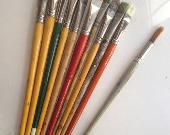 100+ artist and hobbiest paintbrushes various sizes and shapes