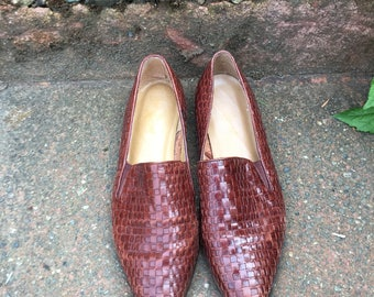 Vintage Brown Woven Leather Loafers. Size 9 1/2 Womens