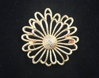 Vintage: Sarah Coventry gold flower Brooch.