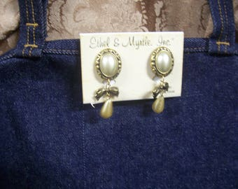 vintage Oval And Bows Faux Pearl Dangle Earrings