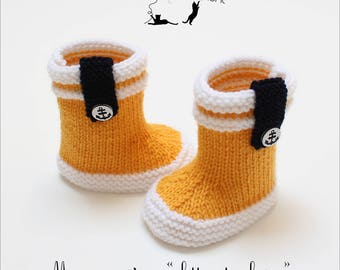 Knit baby rain boots / / sailor boots / / baby booties / / birthday gift / / hand knitted / / maternity keychain