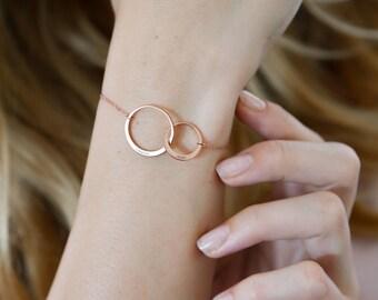 Unity Bracelet • Personalized Infinity Name Bracelet • Interlock Circle Eternity Bracelet • Custom Name Bracelet • Mother Bracelet • BM43F31