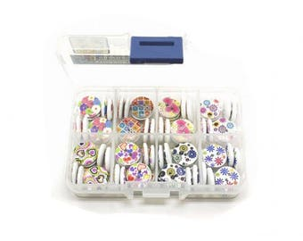 Box of 80 buttons round hearts, circles