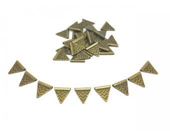 60 Triangles flags Bronze 14mm loops