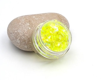 Pearly shimmering fragments glitter for creations in resin yellow - 5 grams