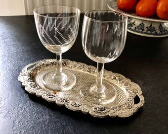 2 small glasses foot and a tray