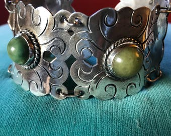 Vintage Mexican Modernist Sterling Silver Pre Eagle Hinged Link Bracelet with Natural Green Agate