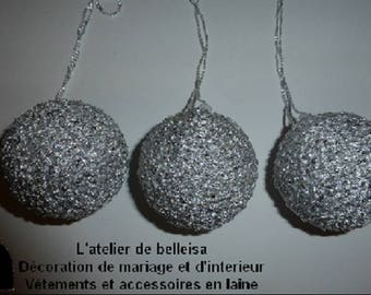 Set of 3 balls hanging made with grey wool