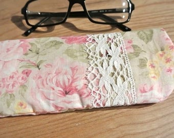 Lace and 'Bouquet of flowers' glasses case