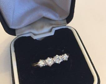 Vintage 18ct & platinum 4 stone diamond ring.