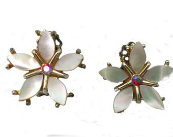 Flower mother of pearl and crystal clip on vintage earrings, Mother of Pearl Bridal vintage earrings, Pat Pend signed vintage earrings