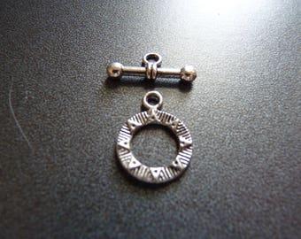 Toggle clasp metal modern