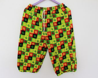 Rasta shorts Colorful Reggae Dancehall DHQ Jamaica Swag Weed Hemp Cannabis Leaves Beach shorts Mens Capri Medium -Large