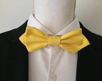 Elegant yellow fabric bow - man