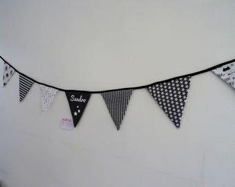 Guirlande de fanions en tissu personnalisée avec le prénom de bébé tons noir et blanc