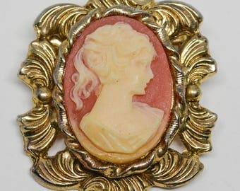 Charming Gold Tone Cameo Brooch