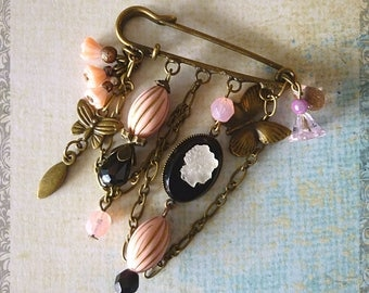 """Brooch - pin """"Cameo"""" Victorian style, charm, cameo Czech glass, bronze, pink and black glass beads"""