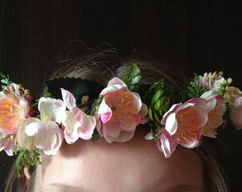 pale pink tones to hair, hair wreath