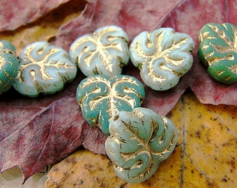 vintage style! 10 beads in green shades - small leaf finish 13 mm antique gold