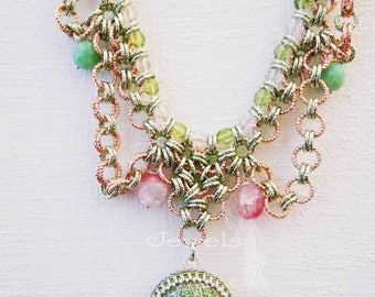 Collier Chainmaill and Resin Cabochons