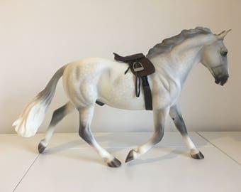 Model horse saddle