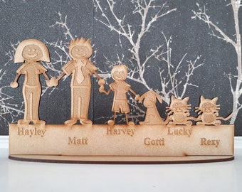 FAMILY sign - Free standing Personalised family and pets gift - Family names - Wooden plaque