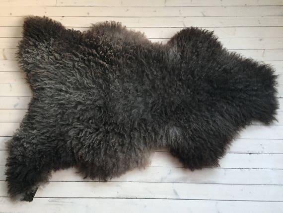 Interior rug beautiful sheepskin Norwegian pelt volumous sheep skin curly dark throw 18012