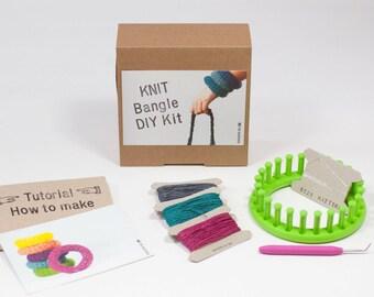 DIY Kit: Strick-Armreif aus Papierschnur - 3 Farben selber aussuchen - tolles Geschenk - schnell, einfach und ohne Strickkenntnisse