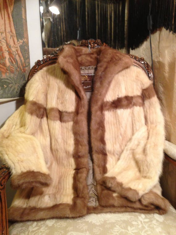 Saga mink in blonde and brown. 40x27 length. Vintage 60's. good condition. Figured. Lovely and soft. Clean