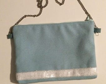 Canvas and has pale green and white glitter lace clutch