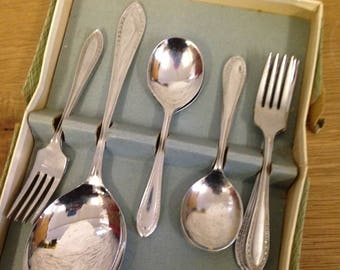 Vintage Boxed Set Of 6 X Dessert Spoons, 6 X Dessert Forks & A Serving Spoon. Lovely Vintage Cutlery, Great Condition.