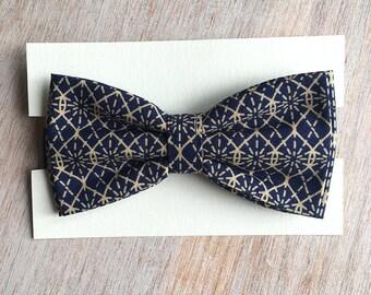 Bowtie - Geometric blue