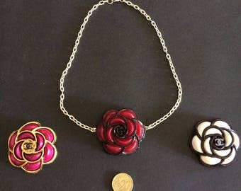 Camelia Camellia brooch necklace with resin resin