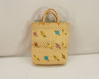Vintage 60s big straw beach bag with 3D raffia flowers