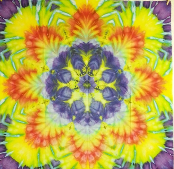 tie dye wall hanging trippy blue yellow red tapestry 44.5