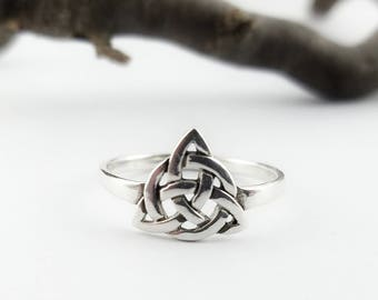 Celtic Ring~Silver Trinity Knot Ring~Celtic Braided Knot Ring~Knotted Ring~Celtic Trinity Ring~Triquetra Ring~Promise Ring~Girlfriend Gift