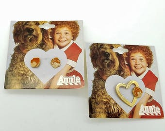 Very Rare Little Orphan Annie 1982 Enamel Stud Earrings & Pin on Original Cards