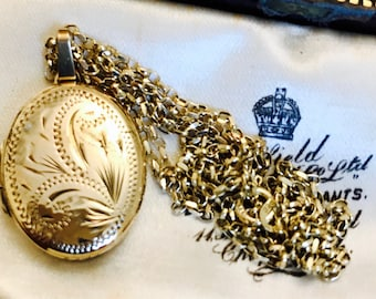 Stunning vintage 9ct yellow gold locket and chain - hallmarked 1977