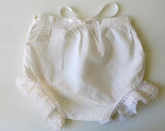 VINTAGE BABY BLOOMERS - French white girl bloomers from the 1940's.